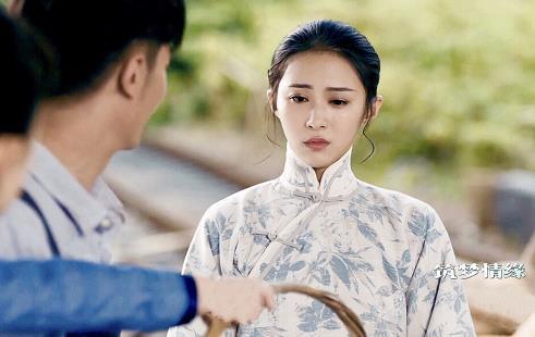 演员杨棋�B舞蹈专业出身 温婉优雅间难掩英气十足