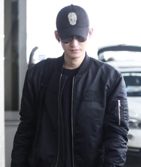 张翰戴棒球帽一身黑色化身霸总