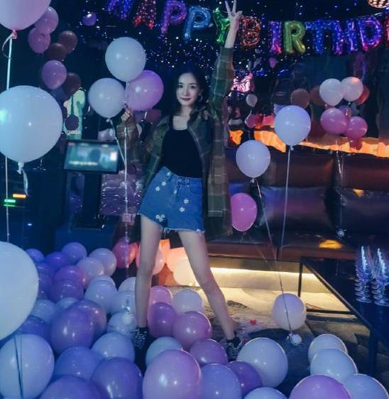 杨幂生日派对布满气球梦幻浪漫
